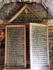 Gaupne gamle kyrkje, altartavle, lukka, AMH 2010